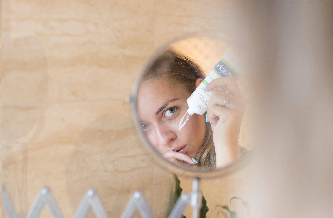 segít a pikkelysömör kezelése irritáció az arc bőrén vörös foltok formájában